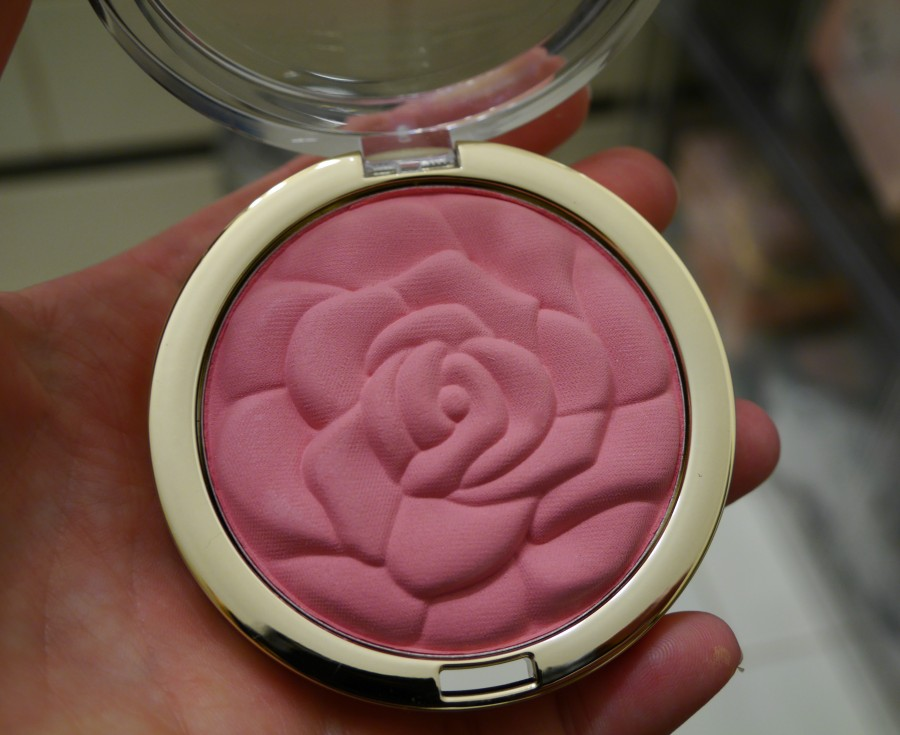 milani-cosmetics-rose-powder-blush-blushes-flora-passion-warm-petals-bella-rosa-romantic-rose-review-swatches-swatch-buy-online.jpeg